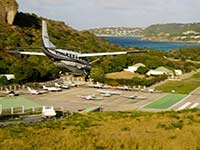 Commuter landing at St. Barths